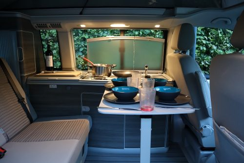 van-amenage-vw-california-table-repas-interieur